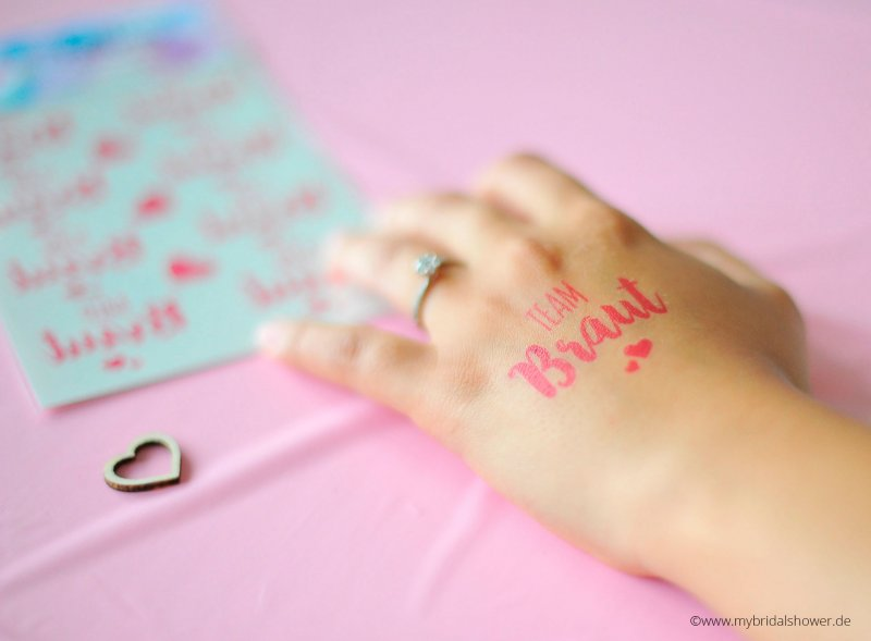 Braut-Tattoos in pink, temporäry tattoos